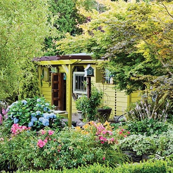 Маленький дачный домик на небольшом участке