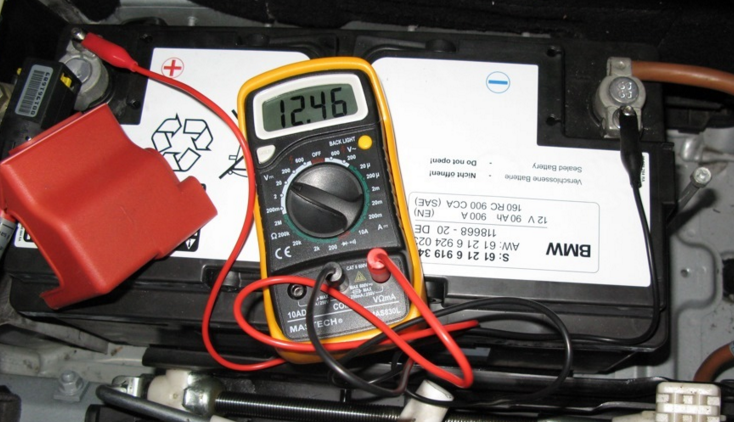 Картинки по запросу Проверка аккумулятора автомобиля при помощи товаров, которые для этого необходимы
