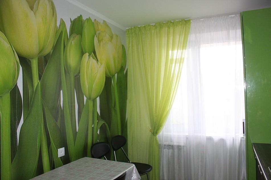 Интересный дизайн кухни с тюльпанами фото